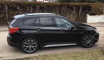 schwarzer BMW X1