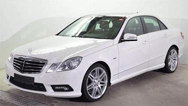 Mercedes Benz E-Klasse als Limousine in weiss